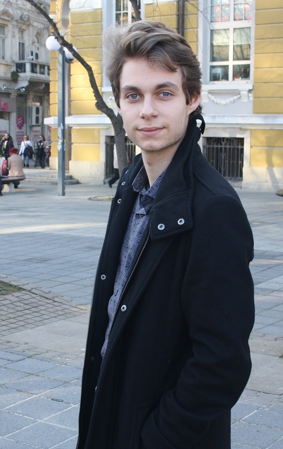 Николай Михов