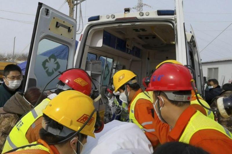 След две седмици под земята спасиха 11 китайски миньори от златна мина