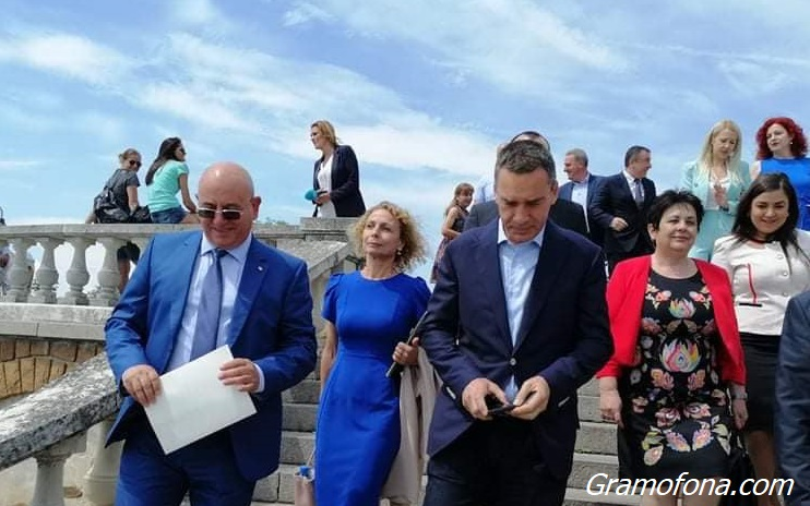 Бургас ще стане Перник заради бездействието на институциите, обяви министър Емил Димитров