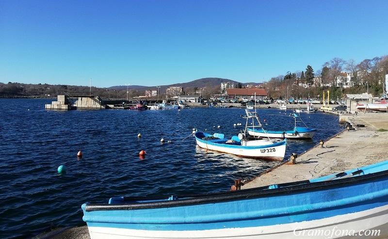 В Ахтопол дават старт на риболовния сезон с курбан, а в Царево се носят легенди за тон и половина лефер