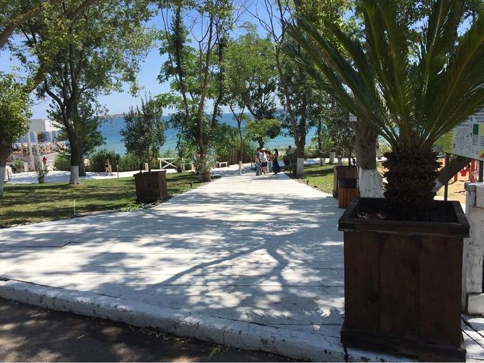 Ангелкова прати проверка на къмпинг Черноморец, има достъп до морето