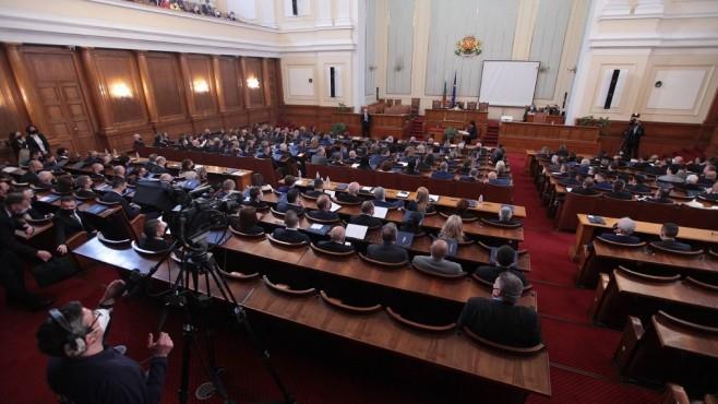Новите партии в парламента искат нов щаб за коронавируса