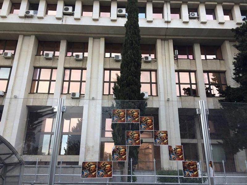 В Бургас се легитимират плакати на Хитлер и нацистки символи