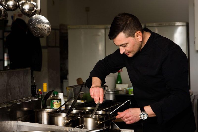 Красимир Петров застава на отговорната позиция sous chef на Средиземноморски ресторант Салини