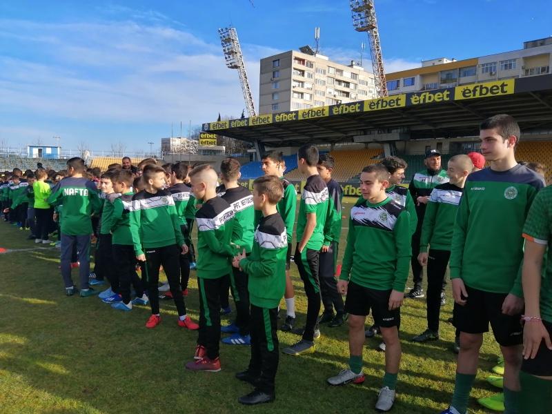 Академията на футболния Нефтохимик възобновява тренировки