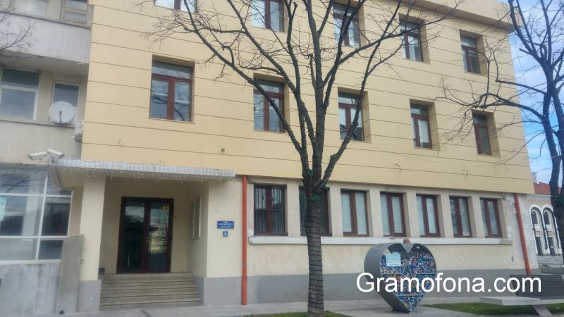 От чистачката до кмета: Всички в администрацията на Царево ще излизат в неплатен отпуск