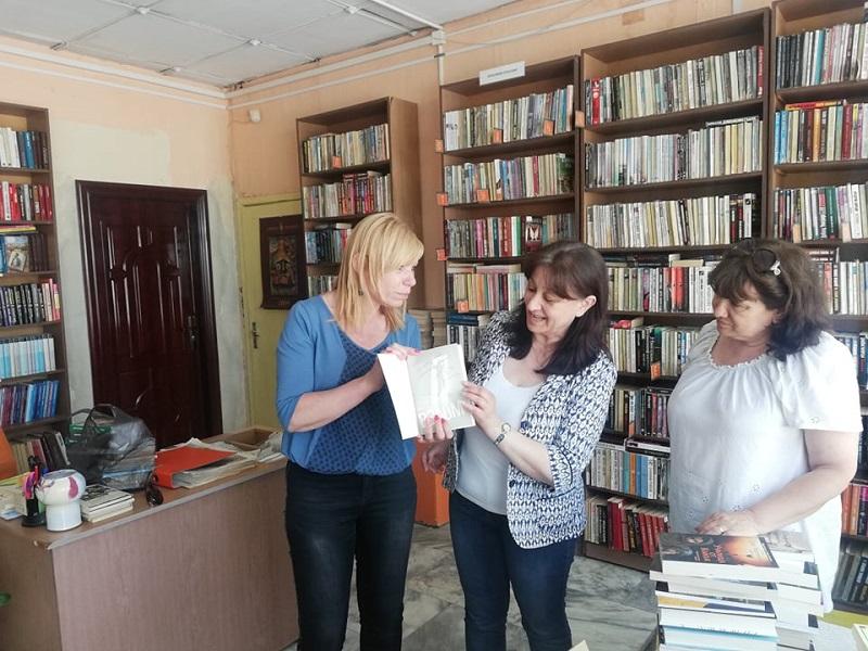 Големи автори за малки библиотеки достигнаха до бургаския квартал Долно Езерово