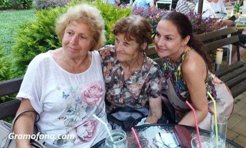 Гергана Стоянова с любимата си учителка в 21 век