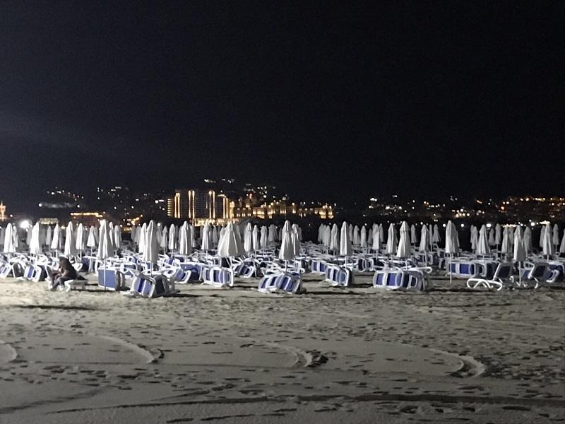 93 мощни лампи осветяват нощем плажа в Слънчев бряг