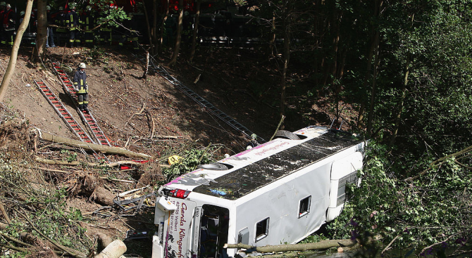 10 души загинаха при автобусна катастрофа в Малайзия