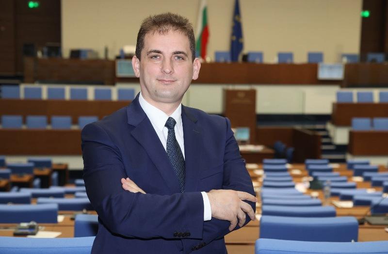 Младото острие на ДПС Севим Али повежда листата в Бургас