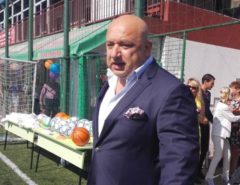 Спортният министър разпореди спешна проверка на стадион Черноморец