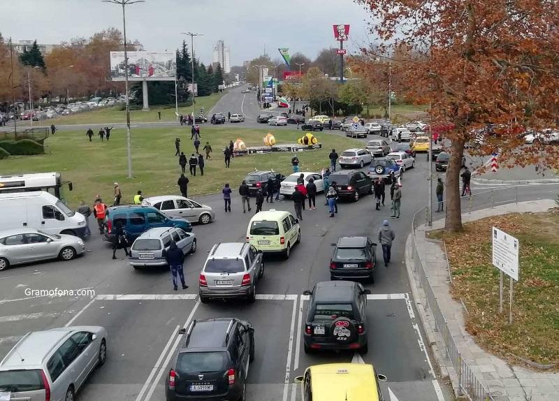 Протестиращи затвориха кръговото на Мираж