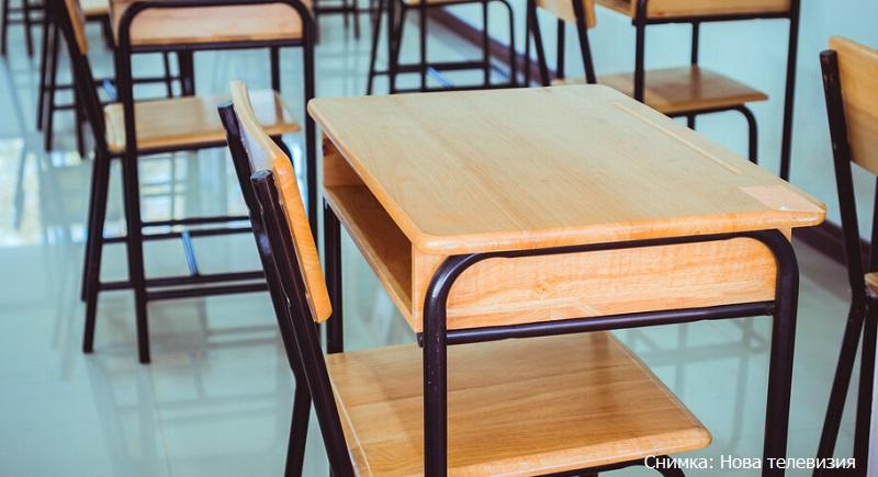 Половината класове в Карнобат минават на дистанционно обучение?