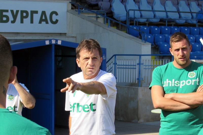 Нефтохимик се сдоби със спонсор от Македония и нов треньор