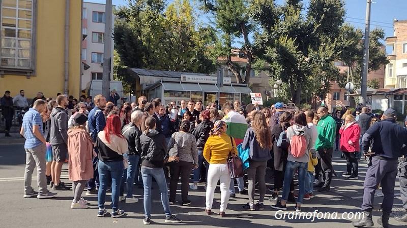 Протестиращи плашат с пълна блокада на областна управа