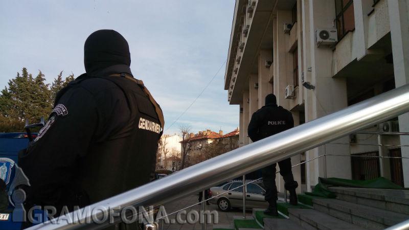 Висш полицай, проверяващ ГДБОП се сдоби  с обвинение за участие в престъпна група