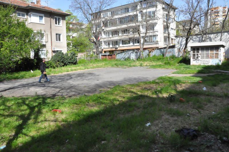 Бургазлии против двуетажен паркинг, искат детска площадка