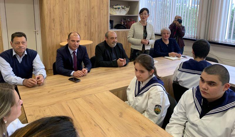 Шефове на прокуратурата и полицията в Бургас говориха за наркотици пред ученици