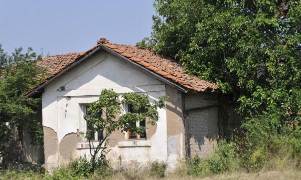 Обезлюдените села да се предоставят на бежанци, счита Иван Иванов