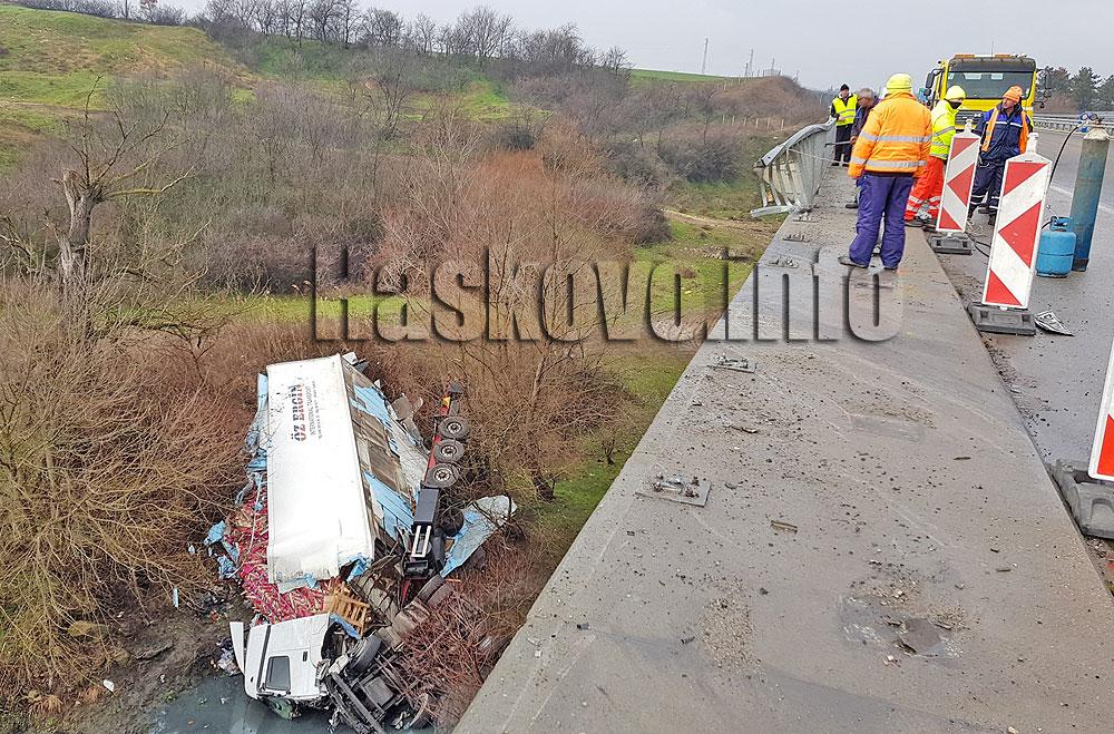 Тир падна от мост на река Марица край Харманли