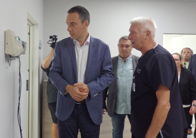 Кмет и журналисти мериха килограми