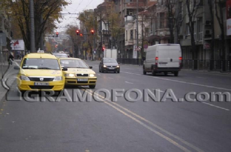 Без таксита в бързата лента на автобусите