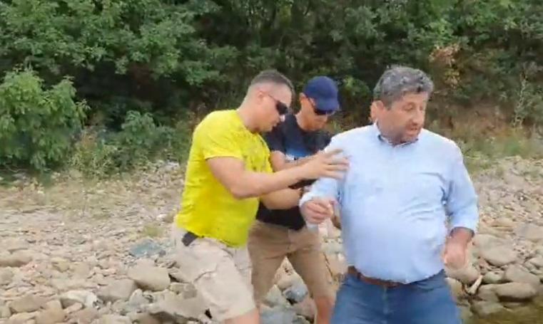 Радев потвърди: Охранители на НСО изблъскаха Христо Иванов на плажа в Отманли