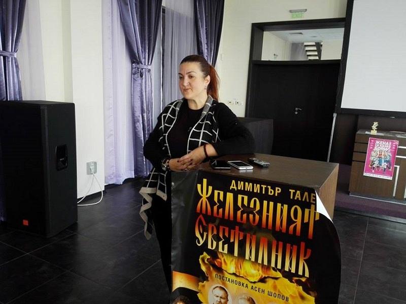 Само в Бургас посрещали актьорите с аплодисменти