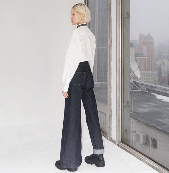 Сбърканите дънки на украинска дизайнерка се превърнаха в интернет хит