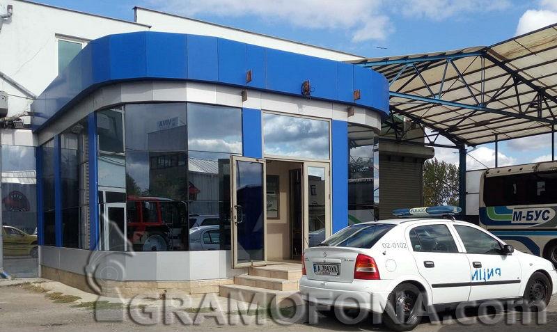 Товарен асансьор падна в Бургас, трима работници са в болница