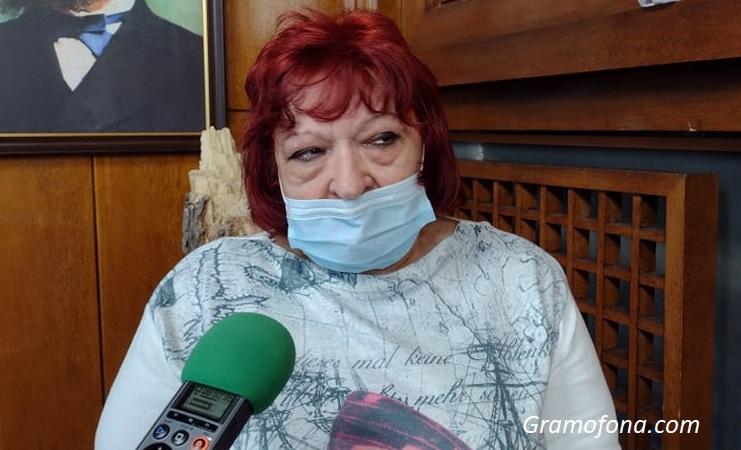 Сестра Вълкана Тодорова смени кабинета в Английската гимназия, за да помага на ковид болни
