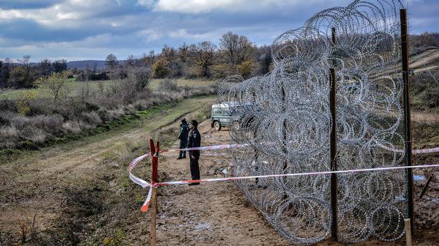 Над 100 млн. лв. струва досега строежът на оградата по границата