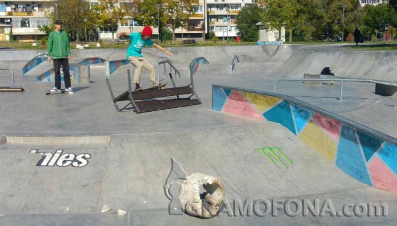 Вандали в скейт парка