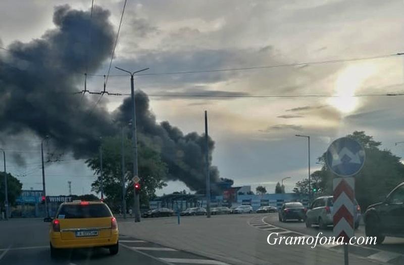 """Гъсти облаци дим над стадион """"Черноморец"""""""