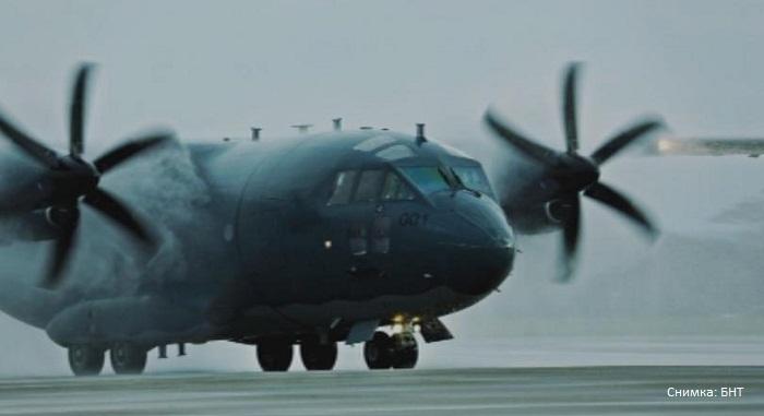 Пратиха с военен самолет 16-годишно момче на лечение в Германия