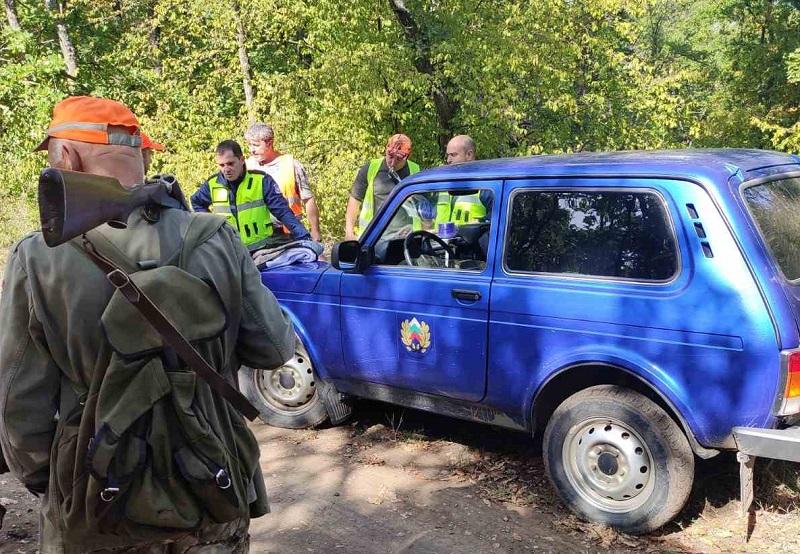 Служители на РДГ Бургас проверяват законността на дървата за огрев
