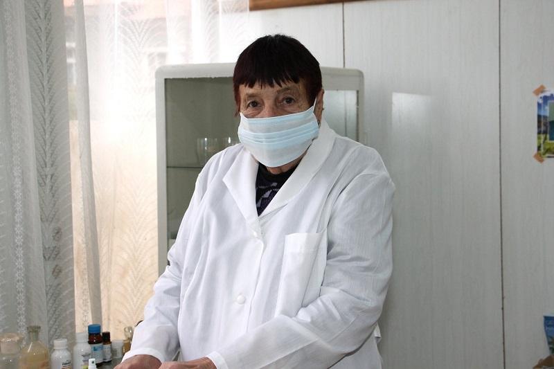 Министър Ангелов награди Ценка от сунгурларското село Подвис