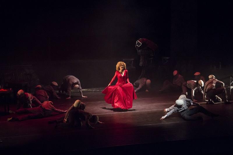 Люси Дяковска отнесе Бургас в Буенос Айрес с танго - по ръба на острието на живота