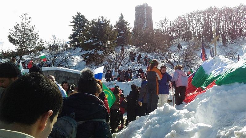 Хиляди се качиха на Шипка