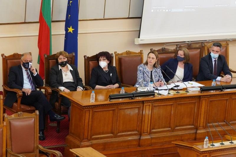 Депутатите обсъждат предложението за 1 лев партийна субсидия