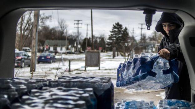 Извънредно положение в американски град, питейната вода отровена