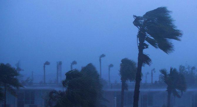 Южна Каролина обяви извънредно положение заради приближаваща тропическа буря