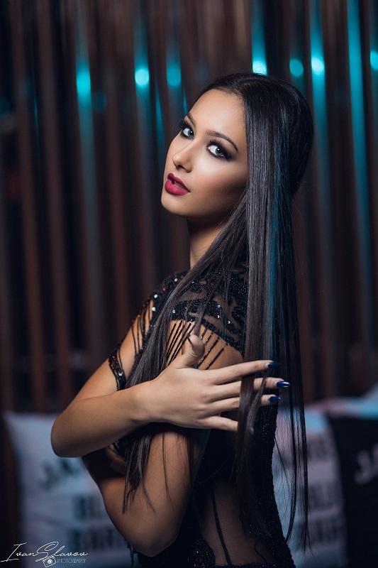 Уникален моден календар събира в общ проект 7 от топ моделите на  Бургас