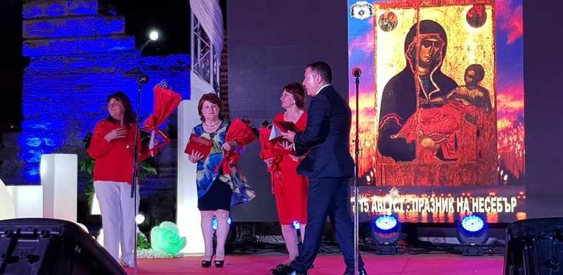 Нели, Вили и Калина от БЧК-Несебър са новите почетни граждани на морския град
