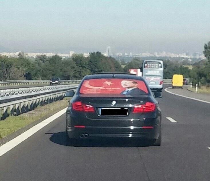 Турски гастарбайтери агитират за Ердоган на магистралата