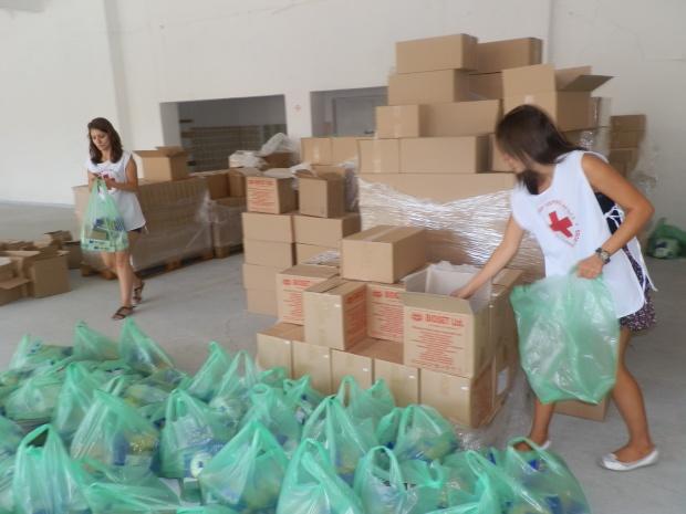 БЧК-Бургас раздава хранителни продукти