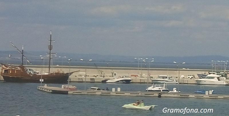 Кметът на Созопол разпореди проверка на пристанището в Черноморец