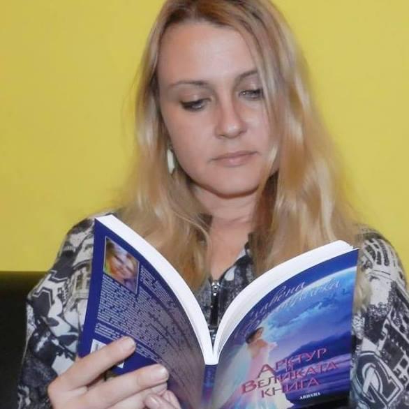 Бургаско издателство представя Славена Бозовайска и нейния първи роман