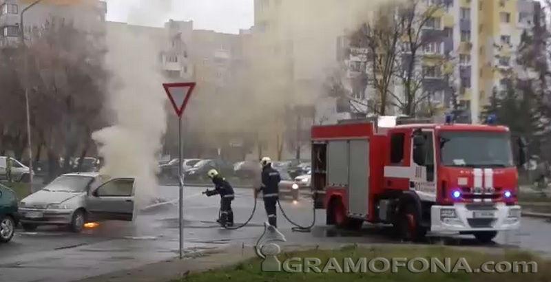 Кола с газово устройство пламна в движение (ВИДЕО)